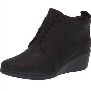 Clark's Nubuck Leather Lace-up Wedge Boot Size 10